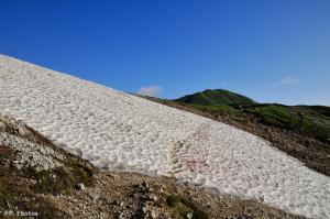 鉢ヶ岳の残雪