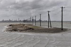 続「海に続く電柱」